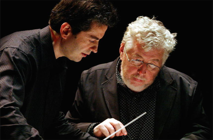 "Pierre-André Valade, avec le compositeur Sir Harrison Birtwistle, répétition de ""Theseus Game"" à Londres, Queen Elizabeth Hall, 2003"